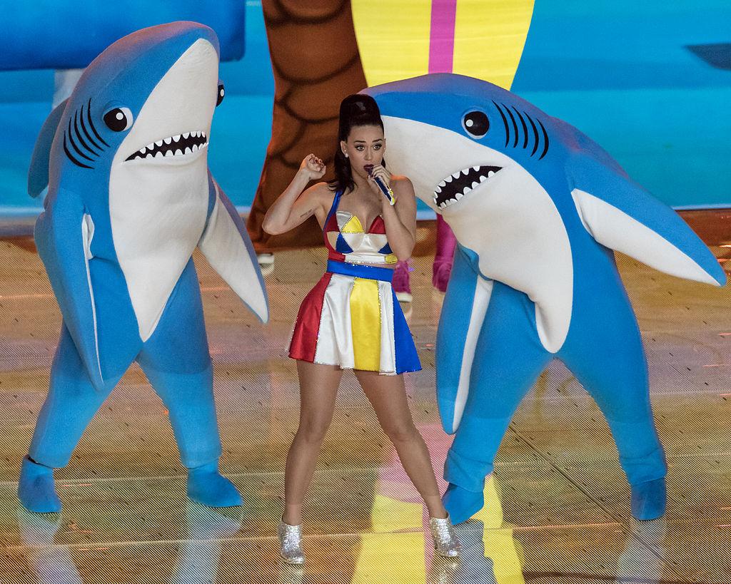 Katy_Perry_-_Super_Bowl_XLIX_Halftime_02